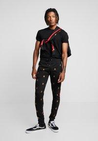 Brave Soul - MONOGRAM - Pantalones deportivos - black - 1