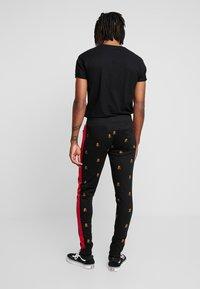 Brave Soul - MONOGRAM - Pantalones deportivos - black - 2