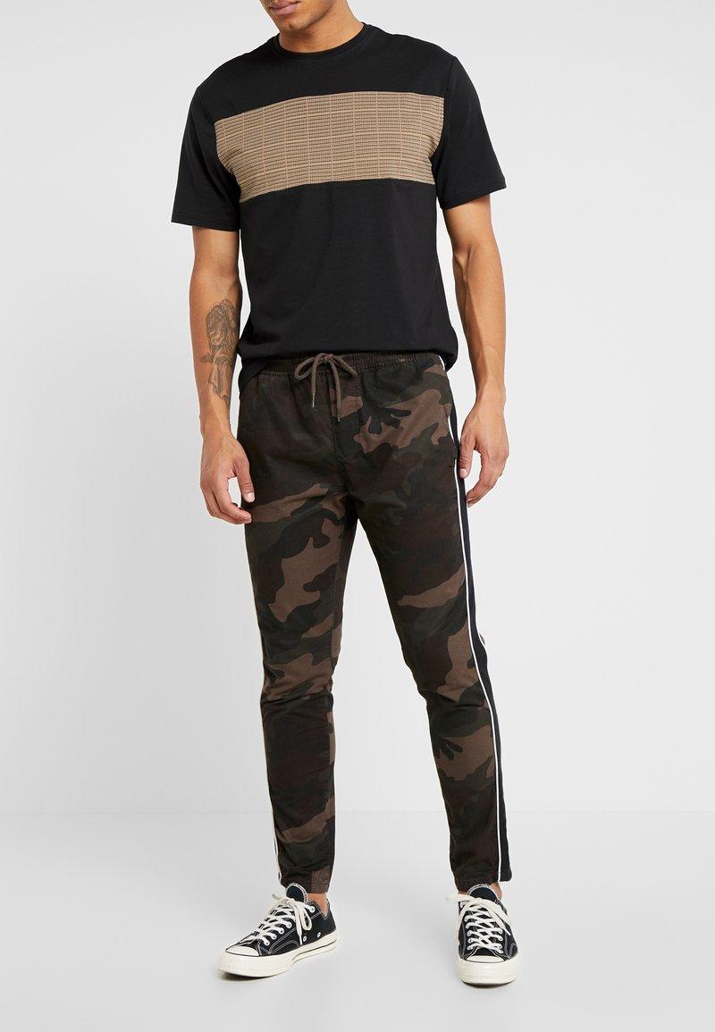 Brave Soul - CUBAN - Spodnie treningowe - khaki camo