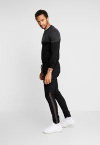 Brave Soul - HADDONSTRIPE - Cargo trousers - black/grey - 1