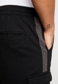 Brave Soul - HADDONSTRIPE - Cargo trousers - black/grey - 4