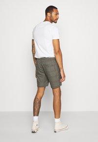 Brave Soul - Shorts - black/grey/red check - 2