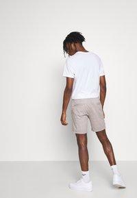 Brave Soul - JAMES - Shorts - light grey - 2
