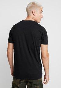 Brave Soul - CORAL - Print T-shirt - black - 2