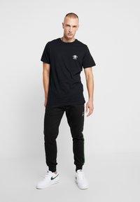 Brave Soul - IRIS - Print T-shirt - black/white - 1