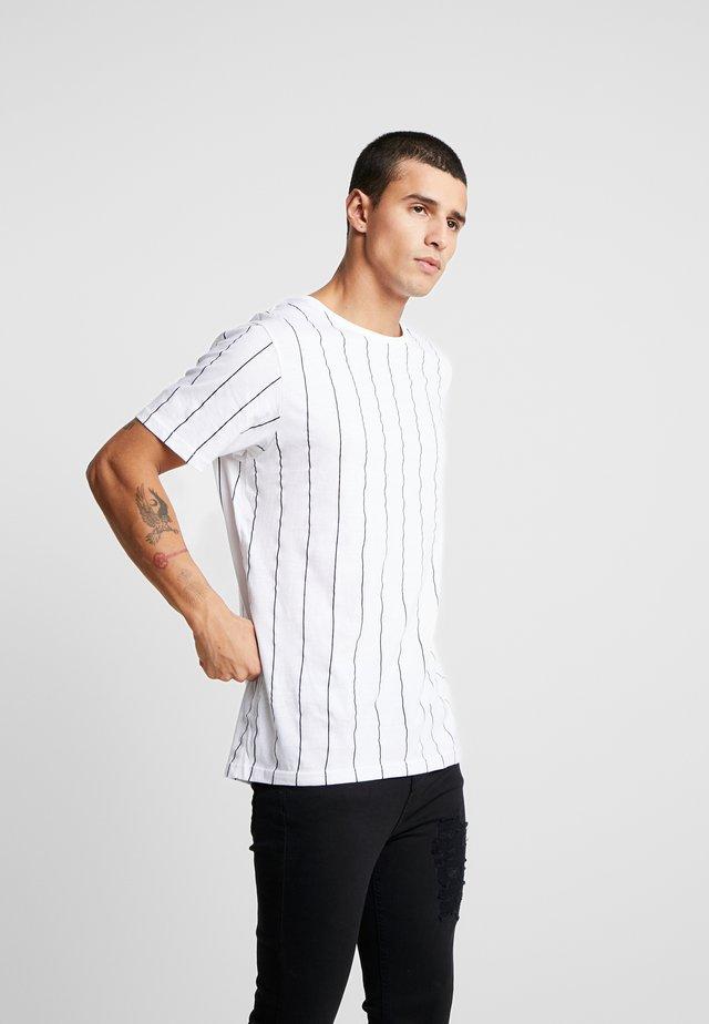 STOBART - T-shirts med print - optic white/rich navy