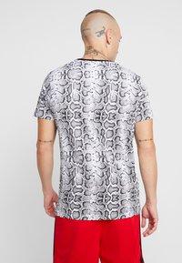 Brave Soul - POISON - T-shirt print - black/white - 2