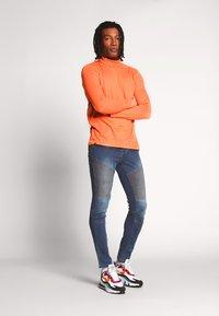 Brave Soul - Pitkähihainen paita - orange neon - 1