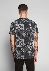 Brave Soul - ESELLATE - T-shirt print - black/white - 2