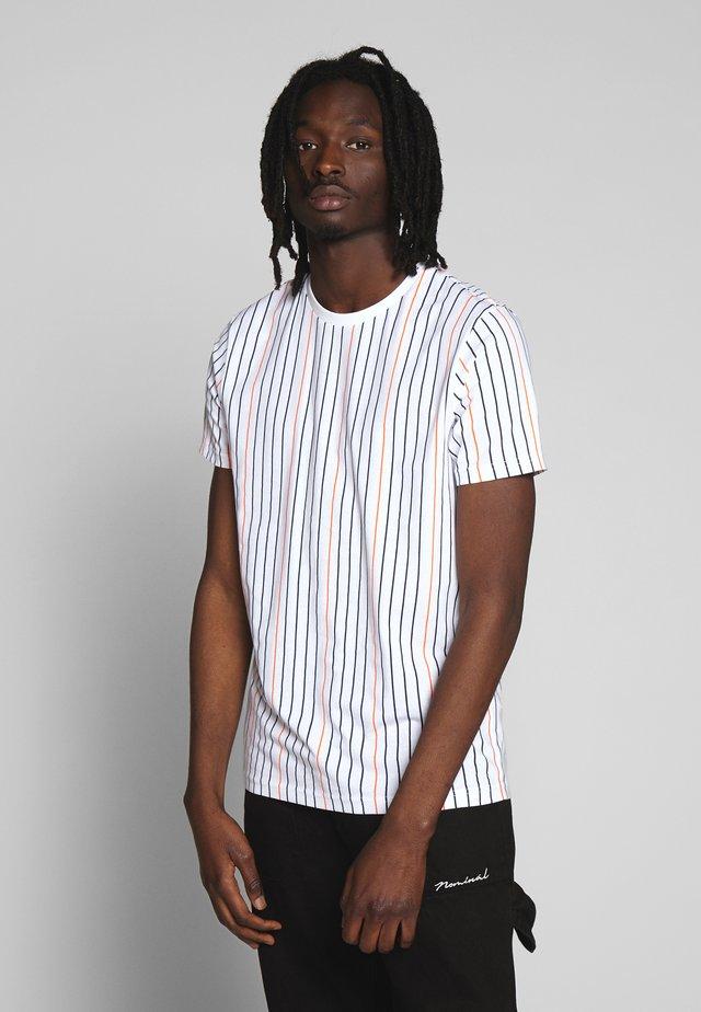DAVENPORT - T-shirt z nadrukiem - white