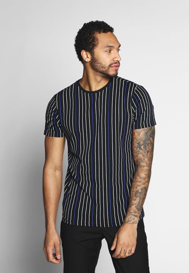 DAVENPORT - T-shirt print - black/white/blue
