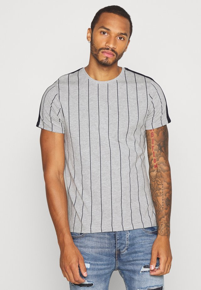 FLYNN - Print T-shirt - light grey