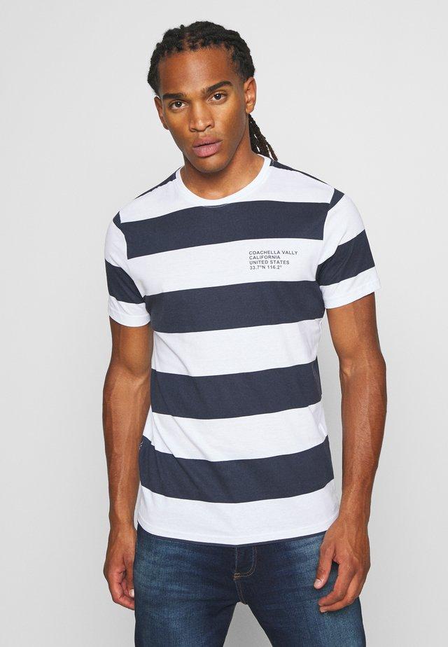 CAPTION - T-shirt print - optic white/rich navy