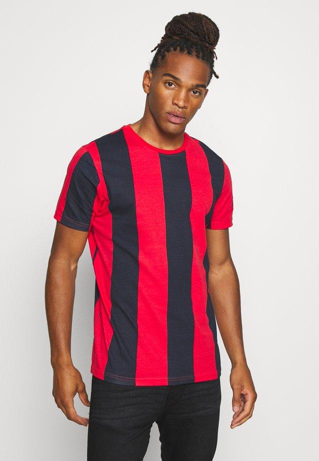 BERTONIB - T-shirt imprimé - rich navy/red