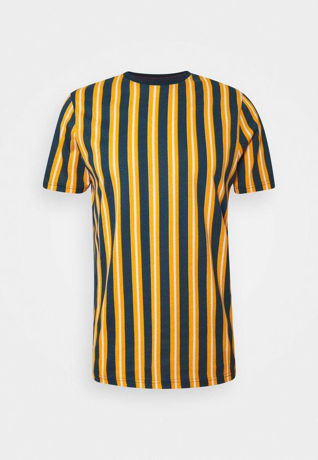 DIAGONAL - T-shirt print - mustard/white/teal