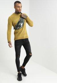 Brave Soul - DHARMA - Stickad tröja - mustard - 1