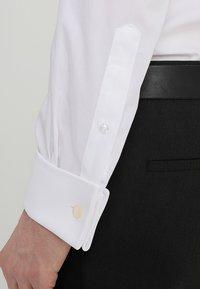 Bruun & Stengade - BOND SLIM FIT - Zakelijk overhemd - white - 5