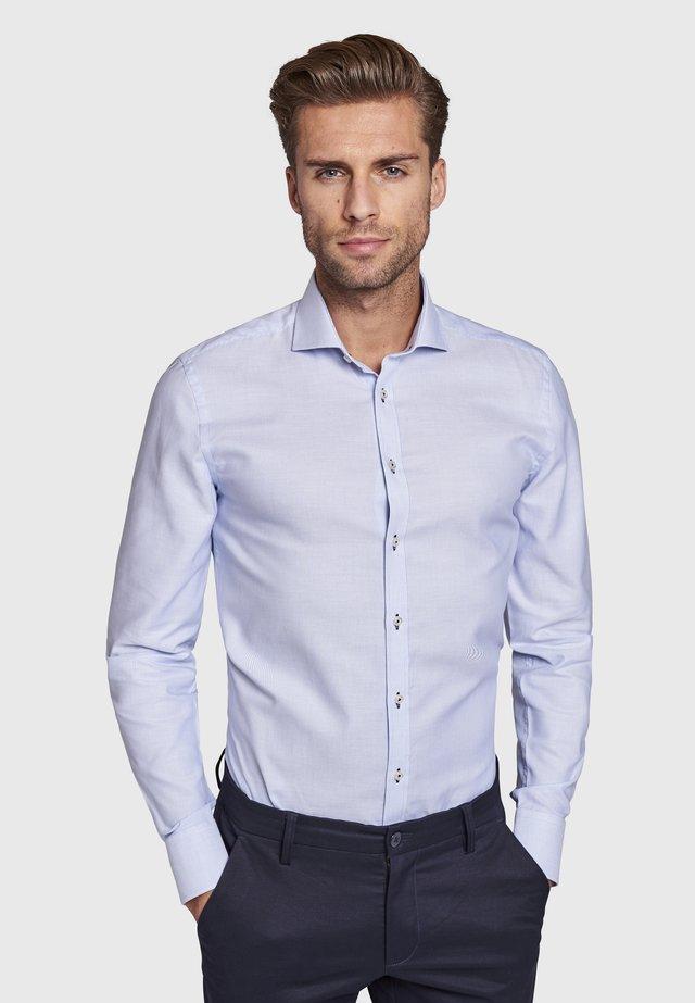LUKE - Zakelijk overhemd - light blue