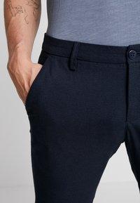 Bruun & Stengade - KLAY - Pantalones chinos - navy - 3