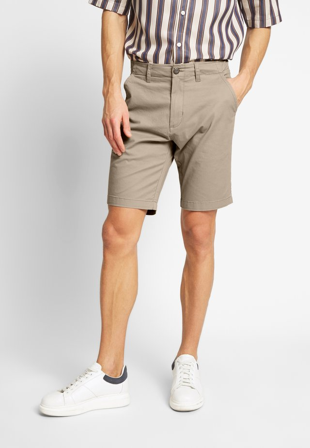 EVEN TAILORED - Shortsit - beige