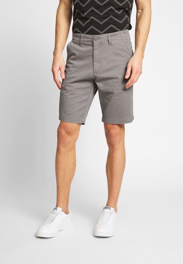 EVEN TAILORED - Shorts - grey