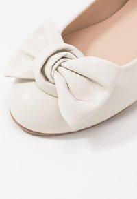 Brenda Zaro Wide Fit - WIDE FIT CARLA - Ballet pumps - ivory - 2