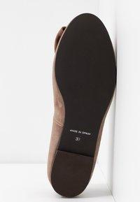 Brenda Zaro Wide Fit - WIDE FIT CARLA - Ballet pumps - taupe - 6