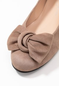 Brenda Zaro Wide Fit - WIDE FIT CARLA - Ballet pumps - taupe - 2