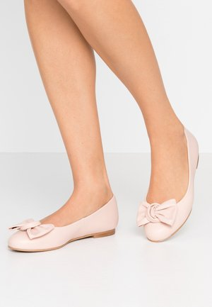 WIDE FIT CARLA - Ballet pumps - pale