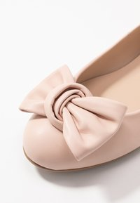 Brenda Zaro Wide Fit - WIDE FIT CARLA - Ballet pumps - pale - 2