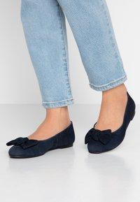 Brenda Zaro Wide Fit - WIDE FIT CARLA - Ballet pumps - blue navy - 0