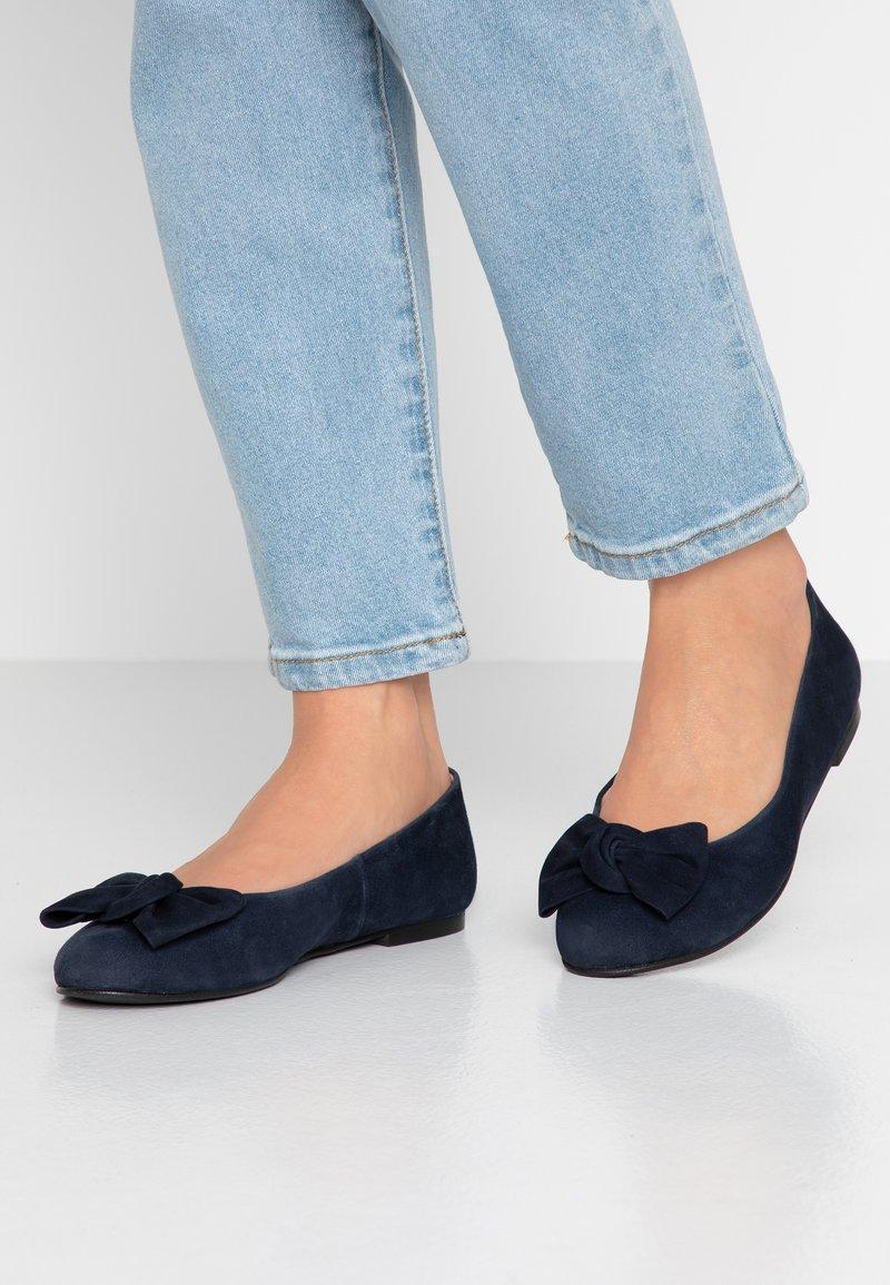 Brenda Zaro Wide Fit - WIDE FIT CARLA - Ballet pumps - blue navy