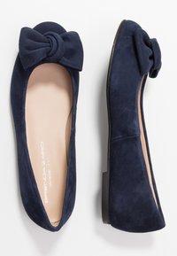 Brenda Zaro Wide Fit - WIDE FIT CARLA - Ballet pumps - navy - 3