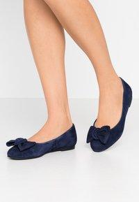 Brenda Zaro Wide Fit - WIDE FIT CARLA - Ballet pumps - navy - 0