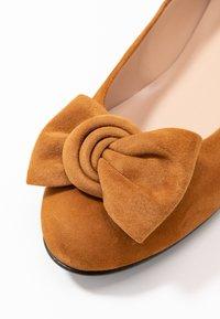 Brenda Zaro Wide Fit - WIDE FIT CARLA - Ballet pumps - cognac - 2