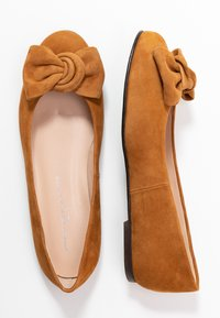 Brenda Zaro Wide Fit - WIDE FIT CARLA - Ballet pumps - cognac - 3