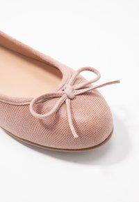 Brenda Zaro Wide Fit - WIDE FIT CARLA - Ballet pumps - rose - 2