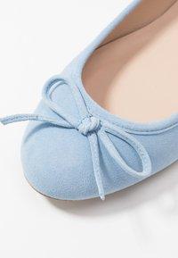 Brenda Zaro Wide Fit - WIDE FIT CARLA - Ballet pumps - baby blue - 2