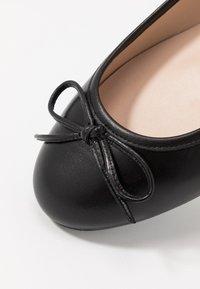 Brenda Zaro Wide Fit - WIDE FIT CARLA - Ballet pumps - nero - 2