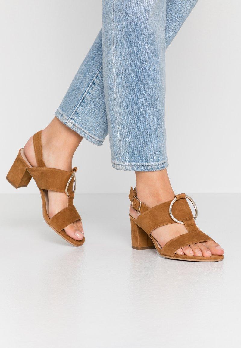 Brenda Zaro Wide Fit - WIDE FIT POLAR NEW - Sandals - cognac