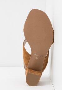 Brenda Zaro Wide Fit - WIDE FIT POLAR NEW - Sandals - cognac - 6