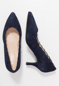 Brenda Zaro Wide Fit - WIDE FIT BENETT - Classic heels - navy - 3