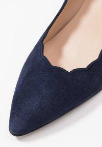 Brenda Zaro Wide Fit - WIDE FIT BENETT - Classic heels - navy - 2