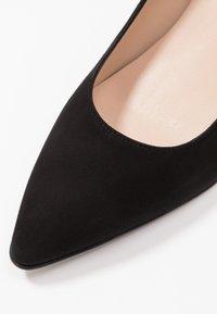 Brenda Zaro Wide Fit - WIDE FIT BENETT - Classic heels - nero - 2