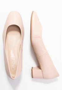 Brenda Zaro Wide Fit - WIDE FIT AINARA - Classic heels - pale - 3