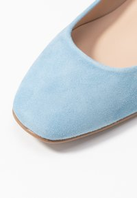 Brenda Zaro Wide Fit - WIDE FIT AINARA - Classic heels - celeste - 2