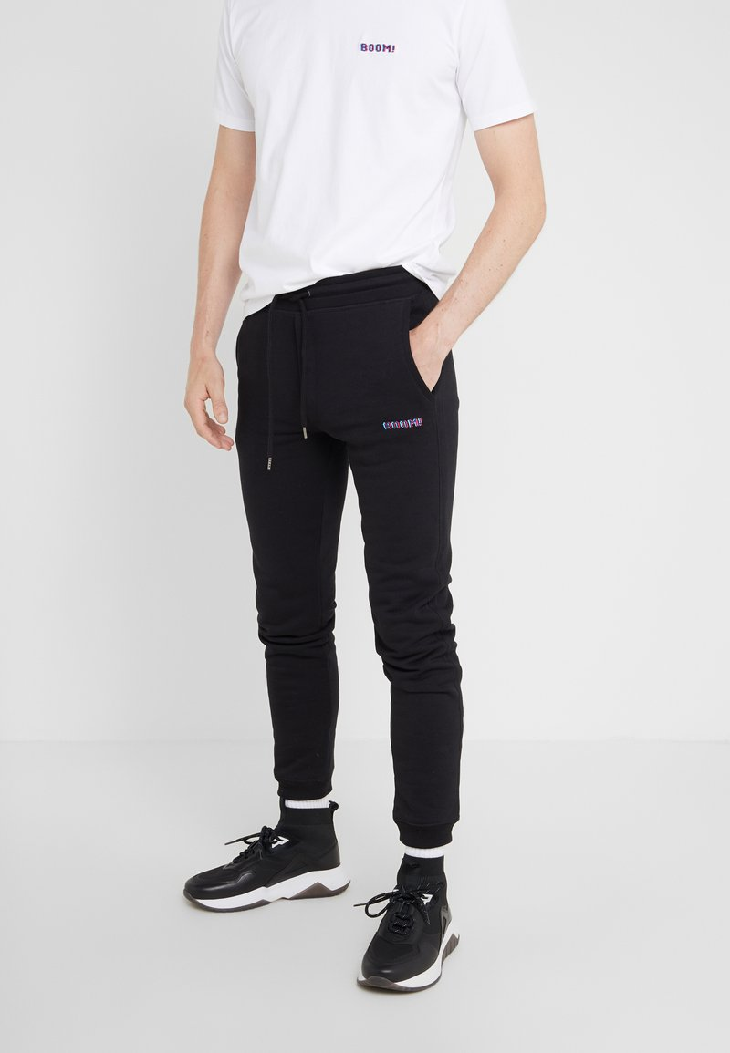 Bricktown - PANTS MAN SMALL BOOM - Træningsbukser - black