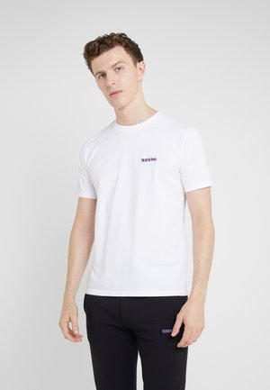 SMALL BOOM - T-shirts med print - white