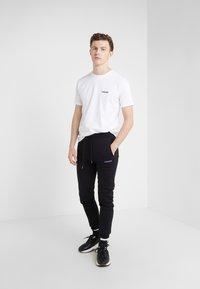 Bricktown - SMALL BOOM - T-Shirt print - white - 1