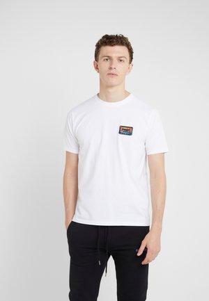 SMALL TAPE - T-shirt z nadrukiem - white
